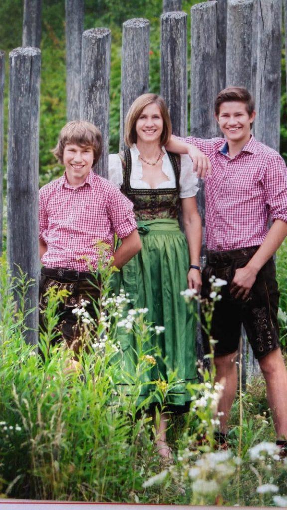 Barbara Walter mit ihren Söhnen